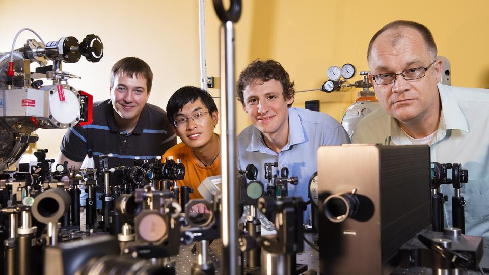 UNL study points way to 'filming' molecule-light interactions
