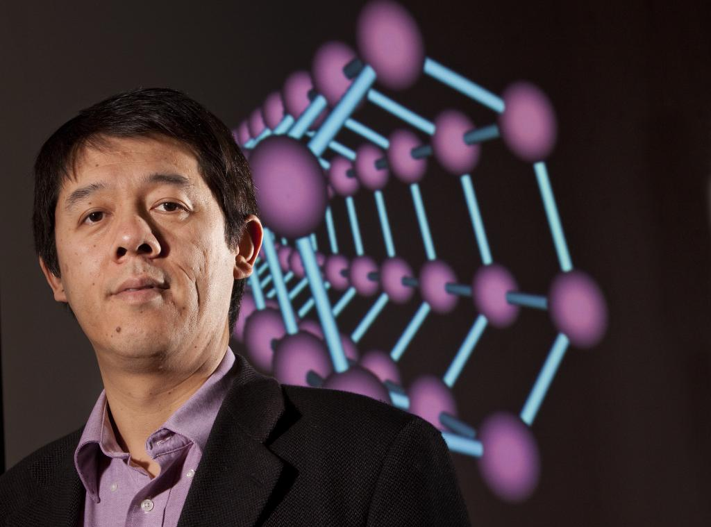 Zeng receives award from Royal Society of Chemistry